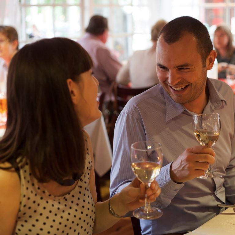 Bakken Restaurant Bondestuen Gruppe Voksen Mad Drikke