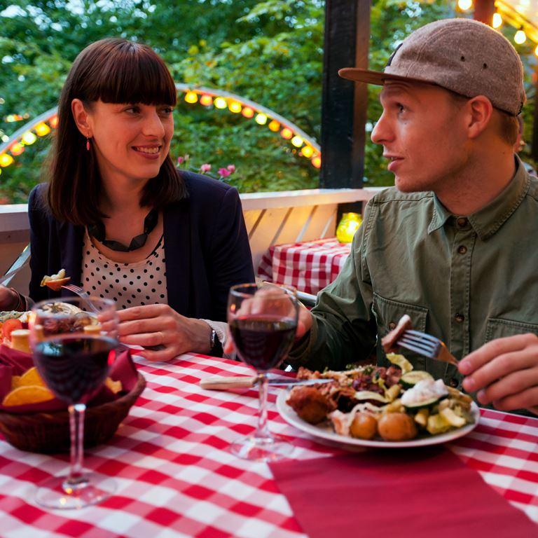 Bakken Restaurant Grill Boefhus Gruppe Voksen Mad Drikke