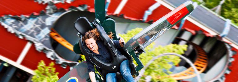 Prøv de sjove forlystelser i forlystelsesparken og få masser af vind i håret!