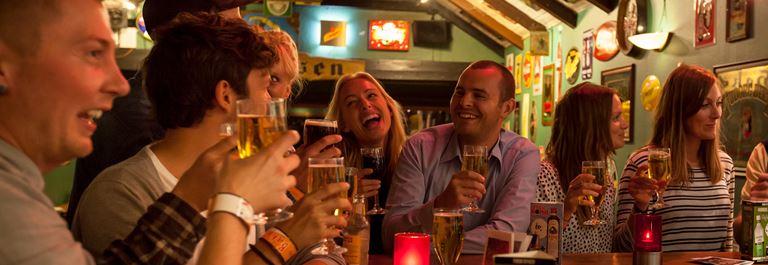 Bakken Pub Bar Hoekassen Gruppe Voksen Stemning