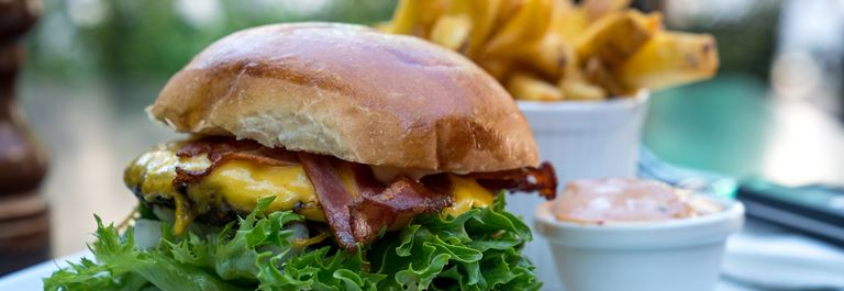 Bakken Mad I Lae Burger