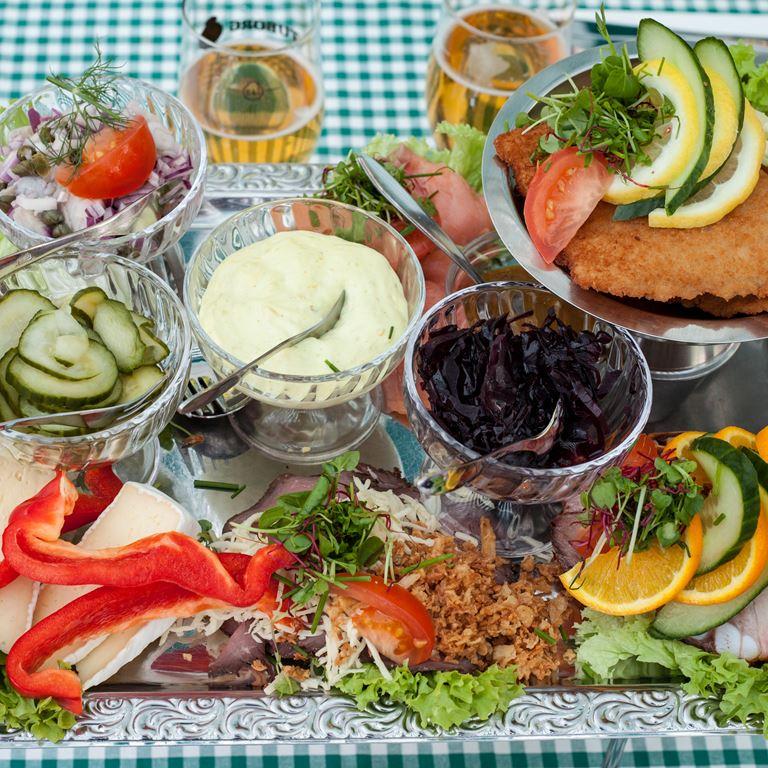 Bøgely dansk frokost platte.jpg