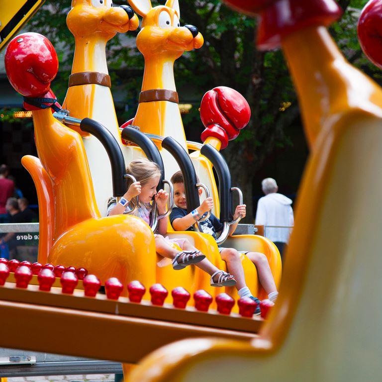 Bakkens sjove forlystelser og spil giver med garanti en sjov dag for hele familien