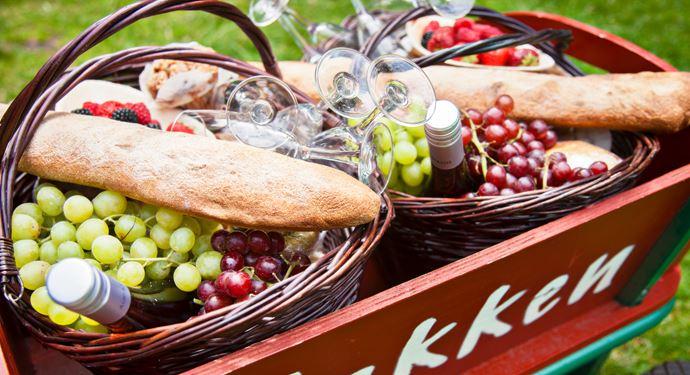 Nyd en dejlig picnickurv fra Hvide Hest på Bakken!