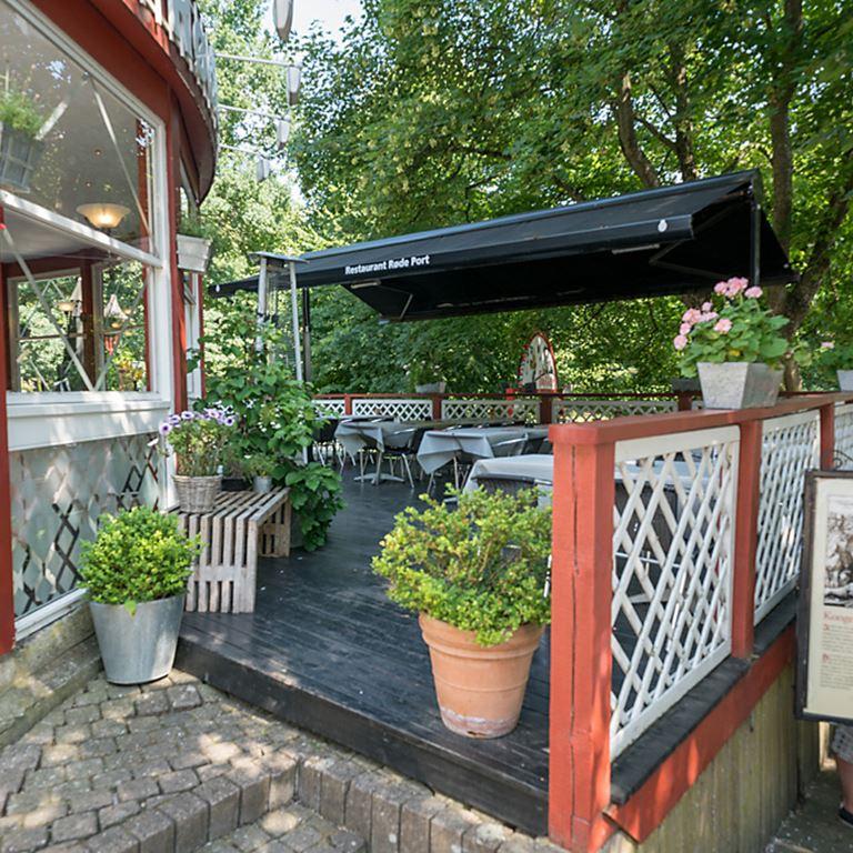 Hyggelig terrasse hos Røde Port på Bakken