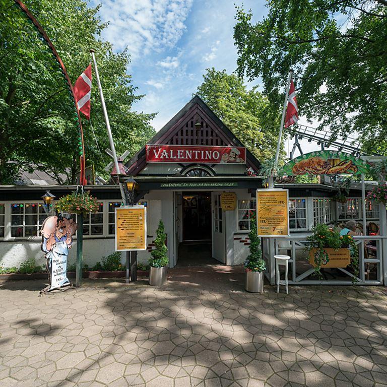 Valentino serverer lækker dansk mad på Bakken