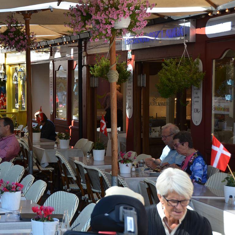 Tjener/servitrice til restauranten Hos Laura på Bakken