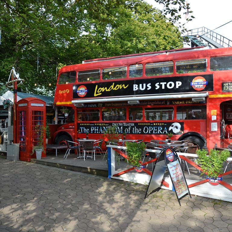 Londonbussen er en hyggelig pub på Bakken