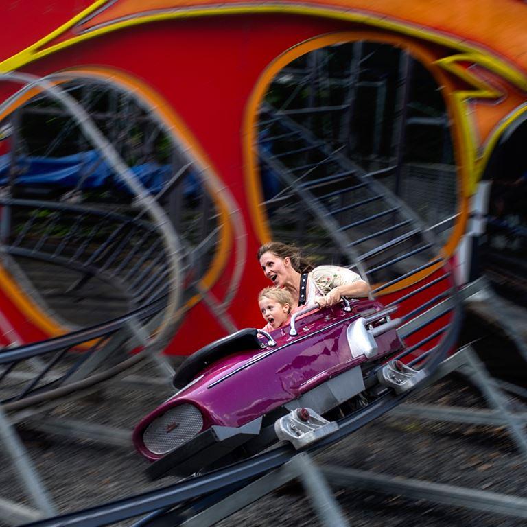 Prøv Racing på Bakken og få masser af sus i maven og vind i håret for hele familien!
