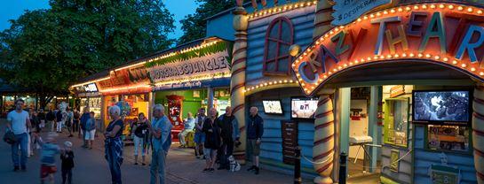 Bakken Forlystelse Crazy Theatre Facade Aften