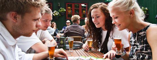 Bakken Pub Bar Pølsekroen Gruppe Voksen Stemning Øltour Hygge Terrasse