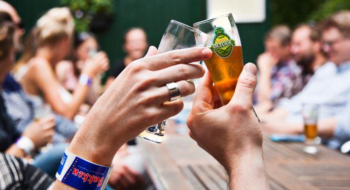 Bakken Pub Bar Pølsekroen Gruppe Voksen Stemning Øltour Terrasse