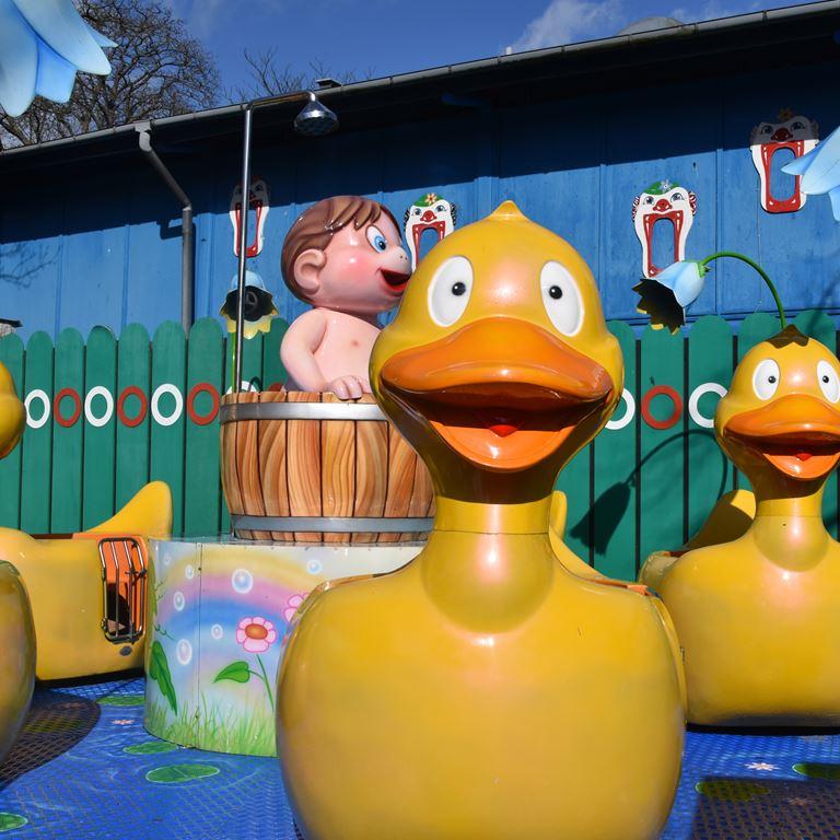 Oplev Dizzy Ducks - en forlystelse for hele familien på Bakken