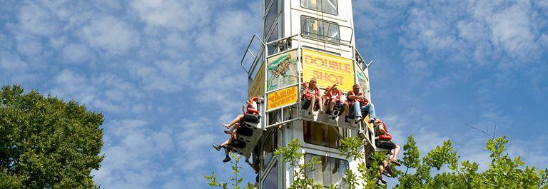 Kom højt til tops i tårngyset på Bakken - en af de i alt 32 sjove forlystelser i parken