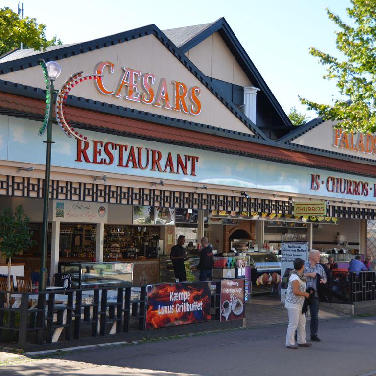 Personale til Cæsars Palads Grill & Isbar på Bakken