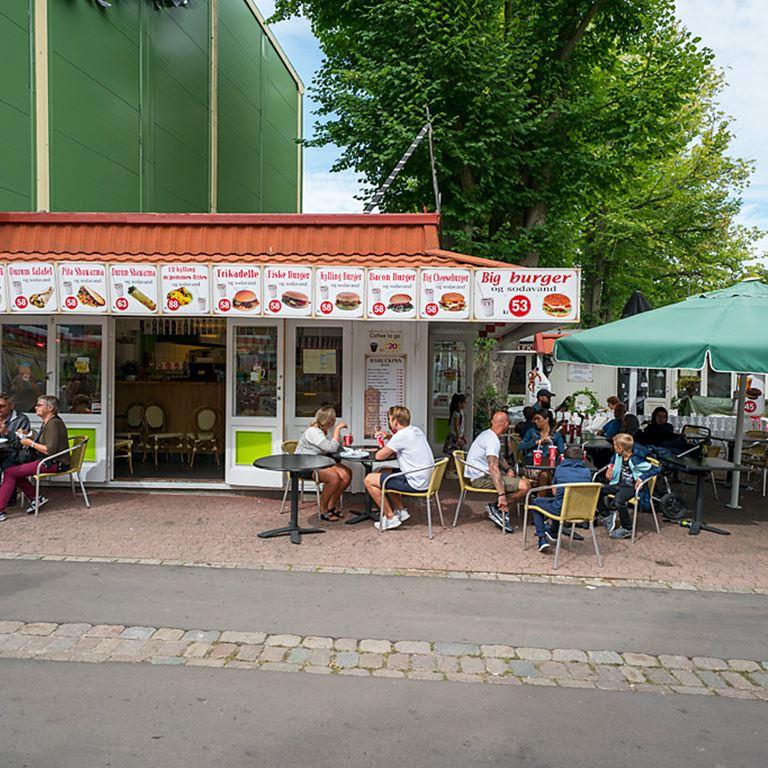 Bakken Cafe Is Fastfood Harlekins Grill Facade