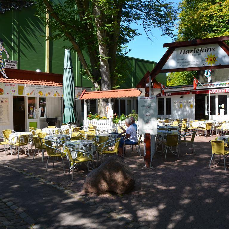 Bakken Cafe Is Fastfood Harlekins Grill Facade Sommerdag