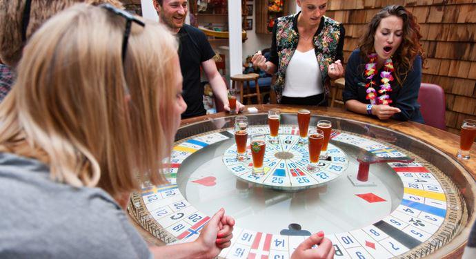Bakken Pub Bar Malmoekroen 25eren Gruppe Voksen Stemning Spil