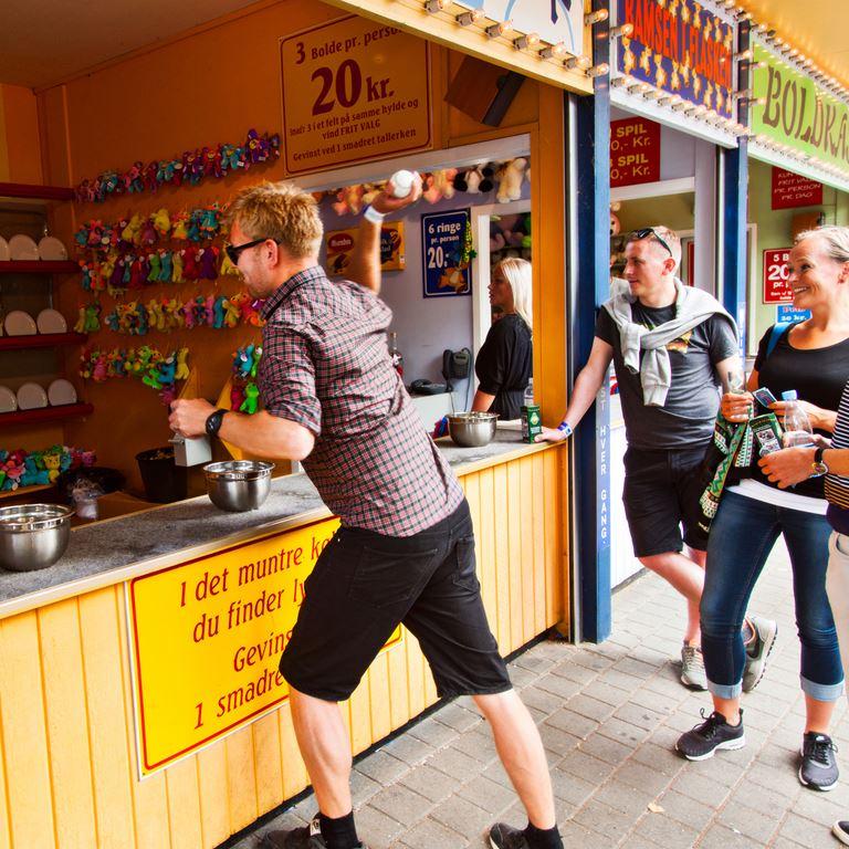 Bakken Spil Sjov Det Muntre Koekken Gruppe Voksen Aktivitet i Koebenhavn