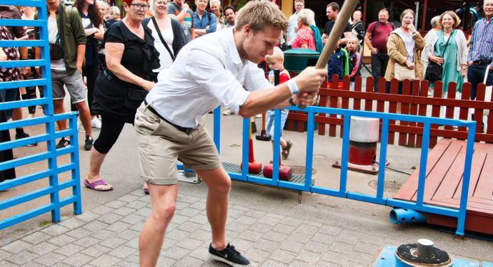 Bakken Spil Sjov Kraftproeven Gruppe Voksen Aktivitet i Koebenhavn 5 kamp
