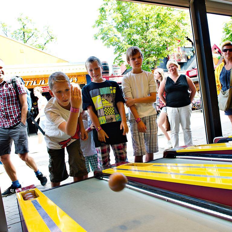 Bakken Spil Sjov Mini Bowling Gruppe Ung Aktivitet