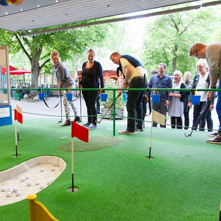 Bakken Spil Sjov Golfbanen Gruppe Voksen Aktivitet Koebenhavn