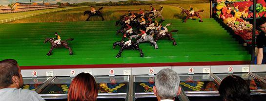Bakken Spil Sjov Hestespillet Facade