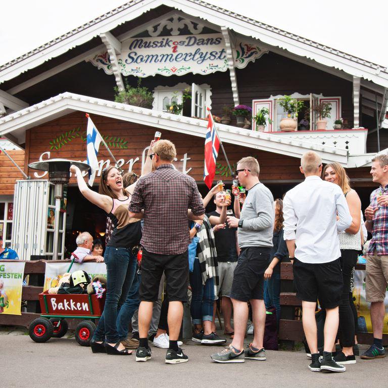 Bakken Pub Bar Sommerlyst Gruppe Voksen Stemning Øltour Pubcrawl Facade