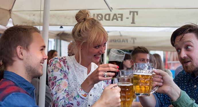 Bakken Pub Bar Ølgod Gruppe Voksen Stemning Øltour Pubcrawl Øl