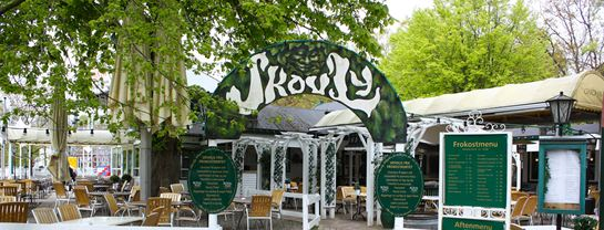 Bakken Restaurant Skovly Facade Frokost