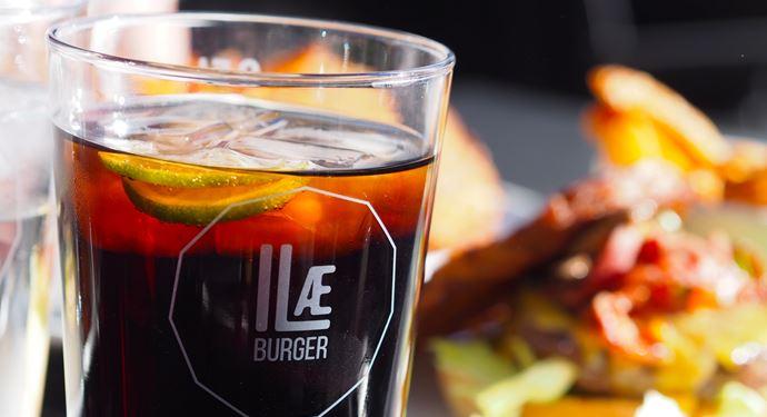 Bakken Mad I Lae Drikkevarer Burger