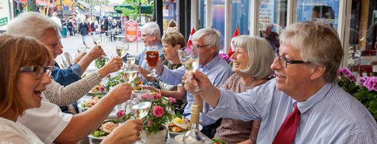 Bakken Stemning Gruppe Senior Voksen Frokost Smoerrebroed Mad