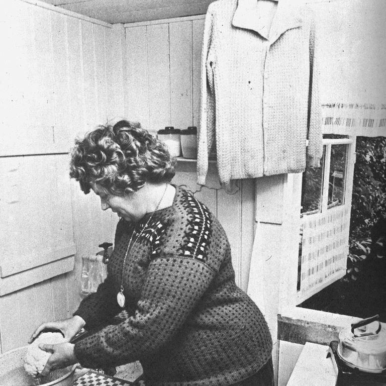 Bakkens Historie Cleo i sin sommerbolig Under Rutschebanen 1955 privat foto