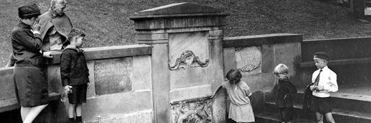 Bakkens Historie Børn ved kilden i 1930erne Københavns Bymuseum