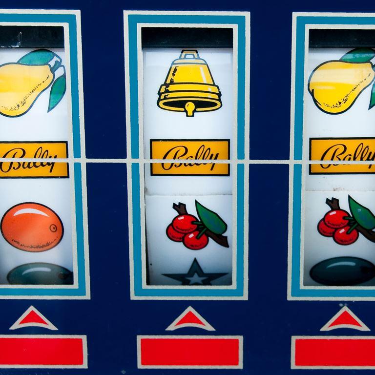 Gå på jagt i de sjove spillehaller på Bakken og prøv de mange spillemaskiner