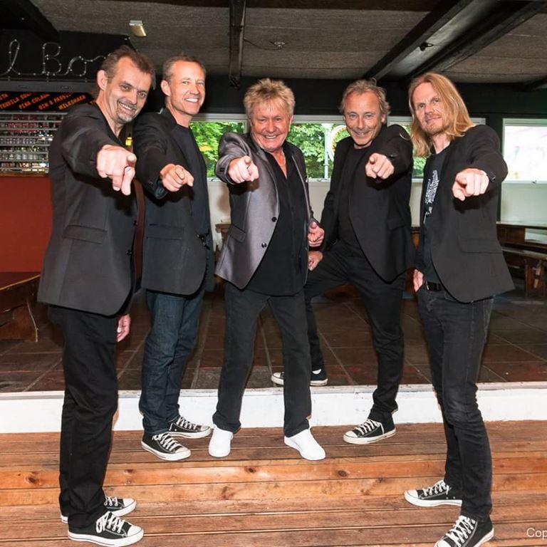 Torben Lendager Band spiller i Ølgod på Bakken