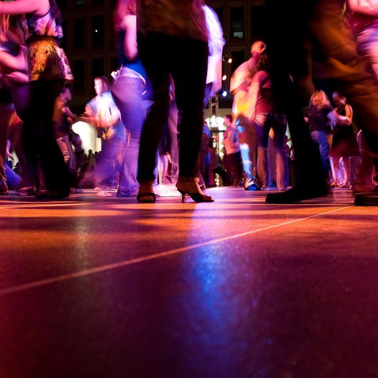 Square dance i Ølgod på Bakken