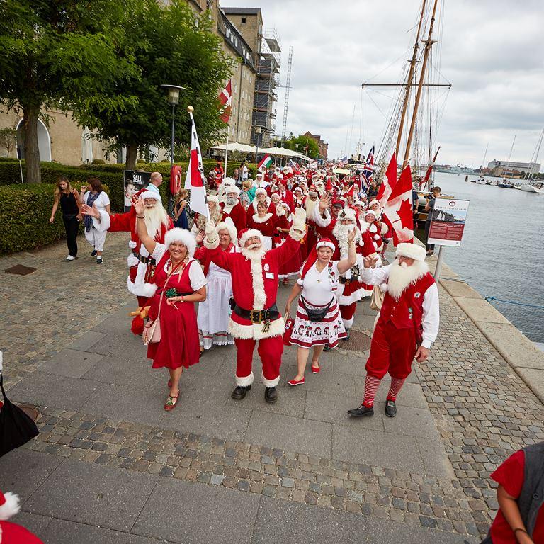 Bakken Koebenhavn Parade Julemænd Kongres
