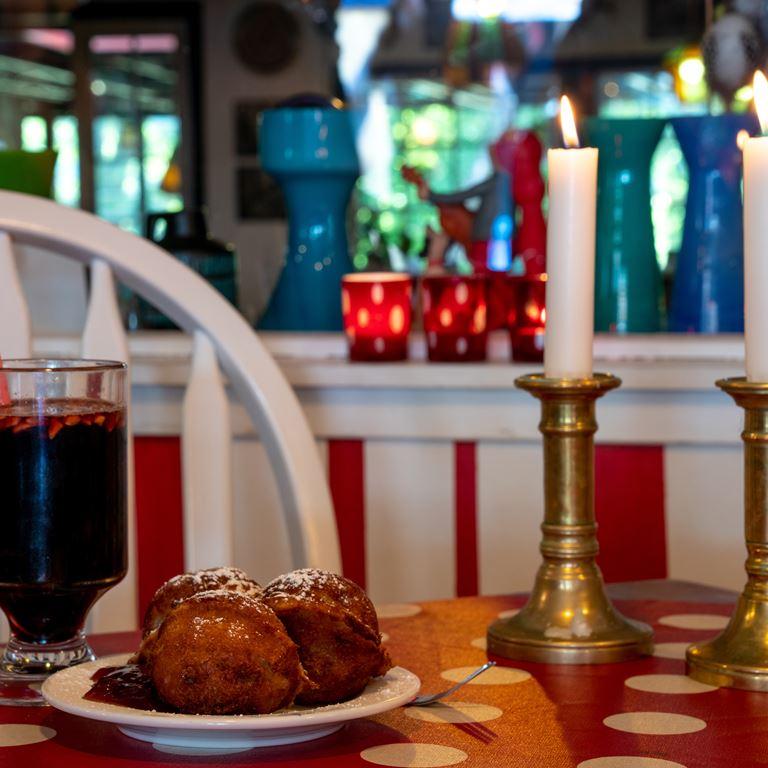 Hjemmelavede æbleskiver og varm gløgg hos Kaffestuen