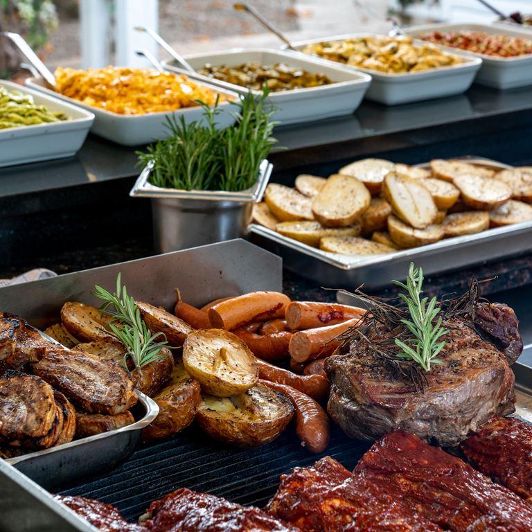 Mad Skovly Buffet Bakken Restaurant