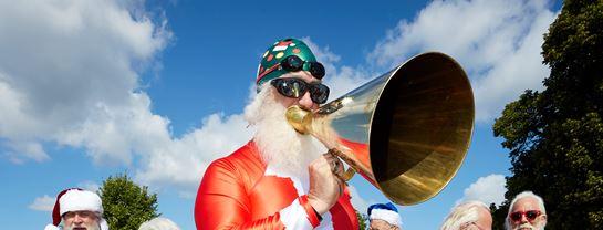 Julemændenes Verdenskongres JMV Bellevue Fodbad Julemand Megafon