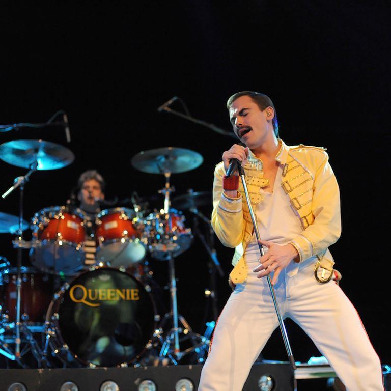 Queenie indtager Friluftsscenen. Queen coverband i absolut verdensklasse.
