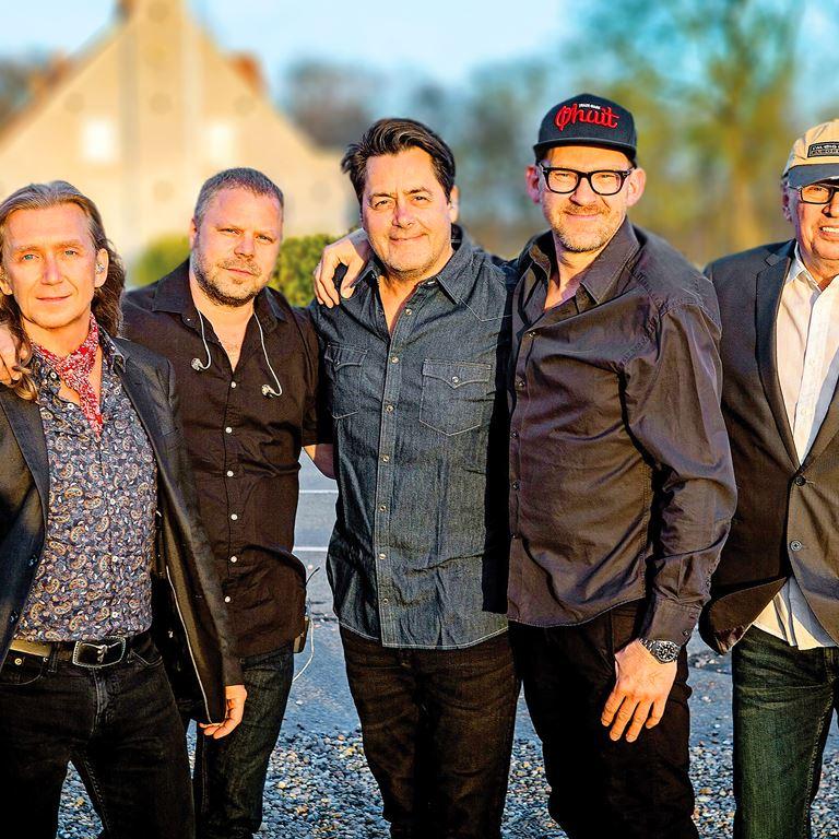 Vær med til at fejre 70 års jubilæet for Oscars Bøf i selskab med god musik fra Hardinger Band på Bakken