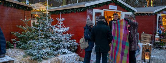 Jul_Bakken_Aften_Julemarked_Lys_Stemning_Sne_2.jpg