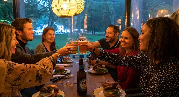 Ilæ_spisning_gruppe_restaurant.jpg (1)