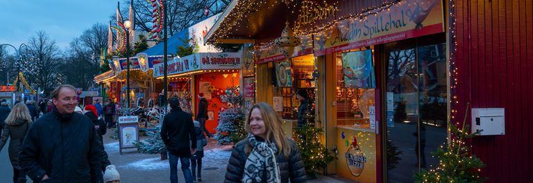 Jul_Bakken_Aften_Stemning_gaester_2.jpg (2)