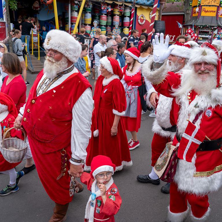 Bakken jul i juli Julemaendenes Verdenskongres 2019 Parade Vinke