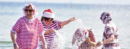 Bakken Jul i Juli Julemaendenes Verdenskongres 2019 Fodbad Bellevue Julekone