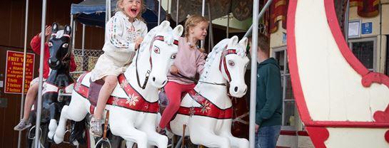 Bakken Forlystelser Børneforlystelse Hestekarrusellen Piger Børn