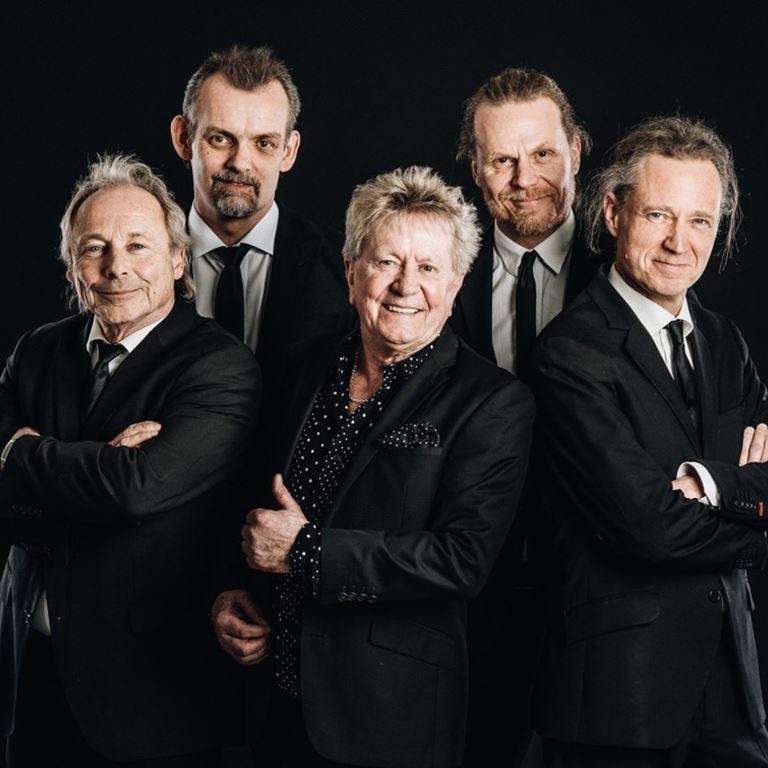 Torben Lendager & The Roosters spiller på Ølgod på Bakken